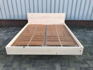 Zwevend 2 persoons bed steigerhouten meubelen